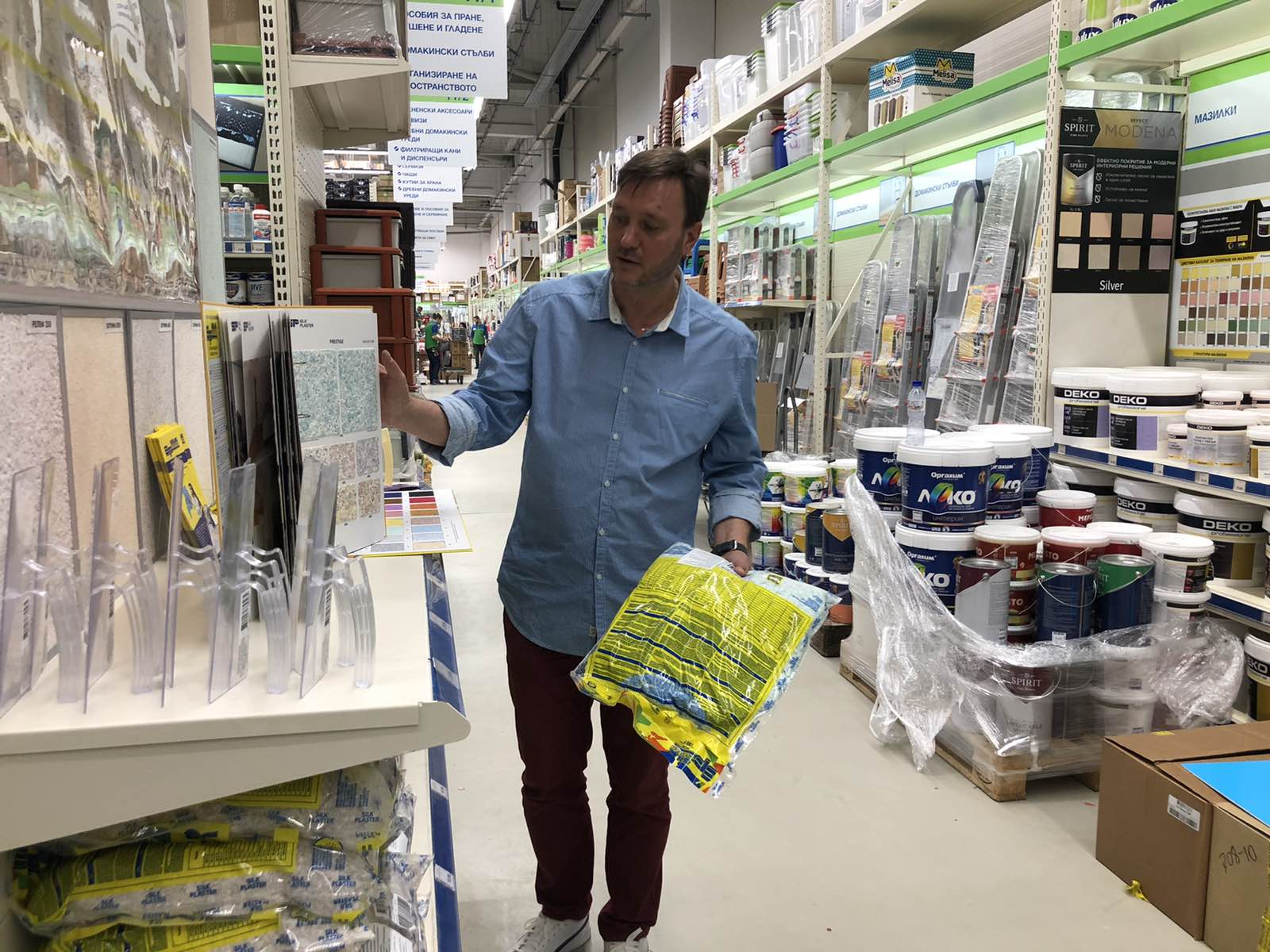 В магазини Практикер тапети SILK PLASTER