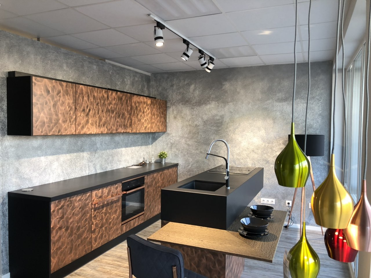 Кухня с копринена мазилка SILK PLASTER Версай